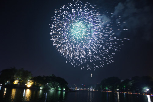 Pháo hoa rực sáng trên bầu trời Thủ đô - 9