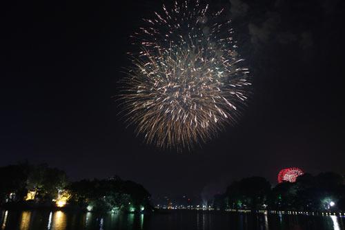 Pháo hoa rực sáng trên bầu trời Thủ đô - 12