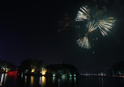 Pháo hoa rực sáng trên bầu trời Thủ đô - 8