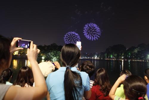Pháo hoa rực sáng trên bầu trời Thủ đô - 3