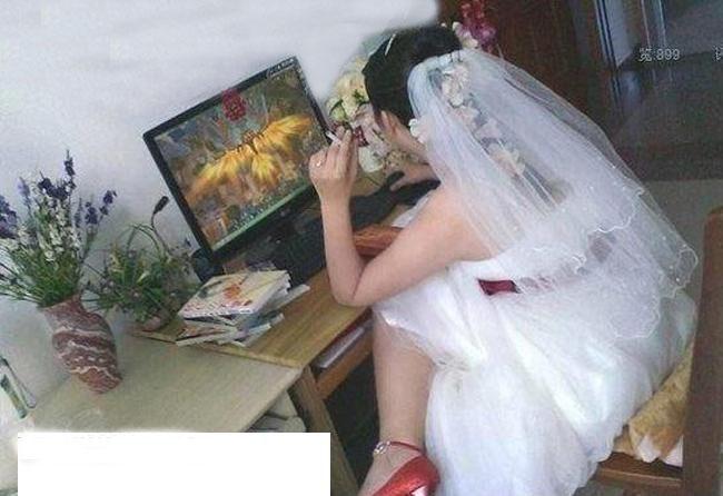 Trong lúc chờ chú rể đến đón dâu làm ván game
