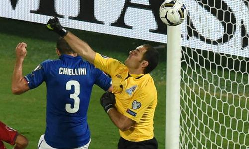 HLV Conte muốn các ngôi sao Italia chơi quyết liệt - 1
