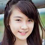Bạn gái xinh xắn của cầu thủ U19 VN gây sốt - 4