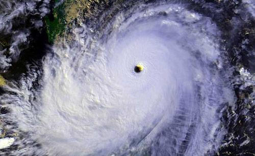Nhật Bản đón siêu bão mạnh nhất thế giới năm nay - 1