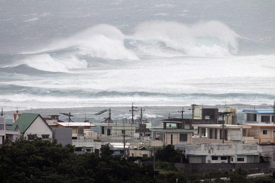 Nhật Bản đón siêu bão mạnh nhất thế giới năm nay - 2