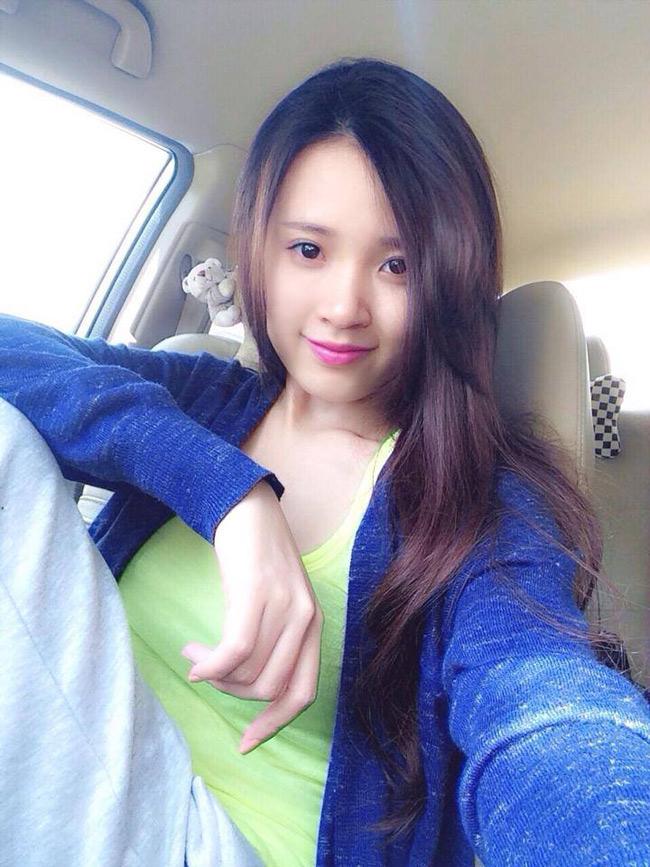 Gần cuối năm 2013, Midu tập trung hoàn thành tốt nghiệp Đại học Kiến Trúc. Sau đó nữ diễn viên Mùa hè lạnh tạm ngưng các hoạt động nghệ thuật. Thời gian này, hotgirl thường đăng tải những hình ảnh đời thường lên trang cá nhân.