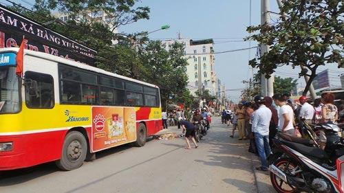 Va chạm xe bus, nữ phóng viên Đài tiếng nói VN tử nạn - 1