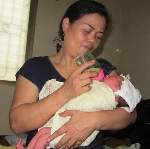 Nghệ An: Bé trai 2 ngày tuổi bị bỏ rơi ven đường - 2