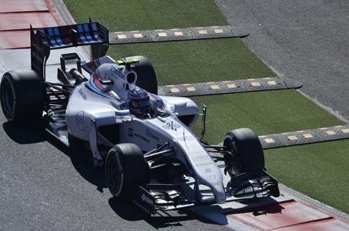 Phân hạng Russian GP: Hamilton đoạt pole đầy kịch tính - 1