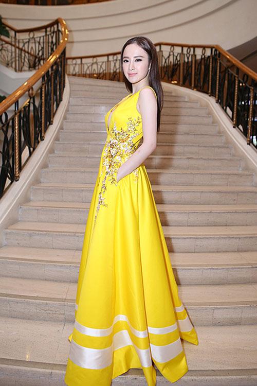 Sau án phạt, Angela Phương Trinh lại biểu diễn táo bạo - 8