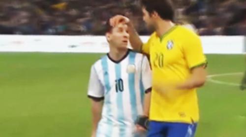 Video: Kaka xoa đầu an ủi Messi - 1