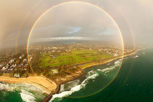 Ảnh ấn tượng: Cầu vồng hình tròn trên bãi biển - 3