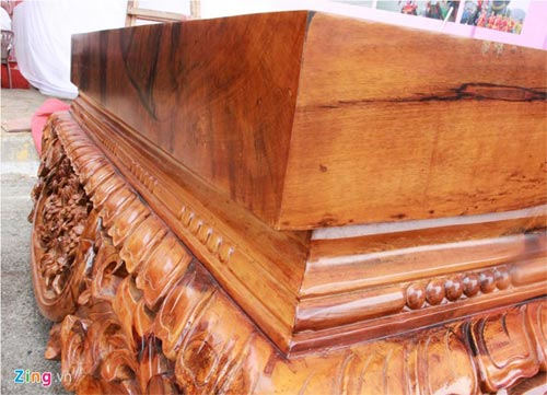 Sập gỗ mun nguyên khối giá hơn nửa tỷ đồng - 3