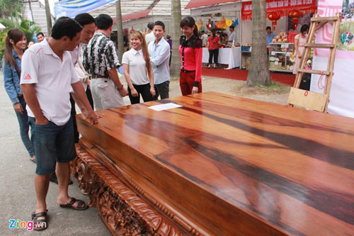 Sập gỗ mun nguyên khối giá hơn nửa tỷ đồng - 7