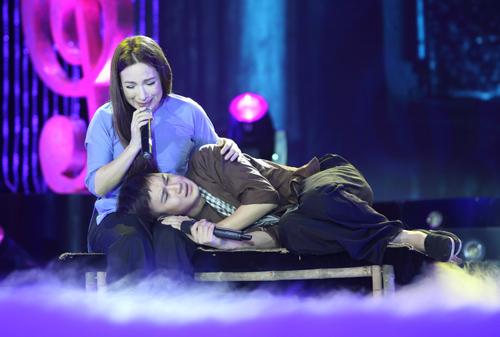 Phi Nhung khóc cạn nước mắt trong liveshow - 3