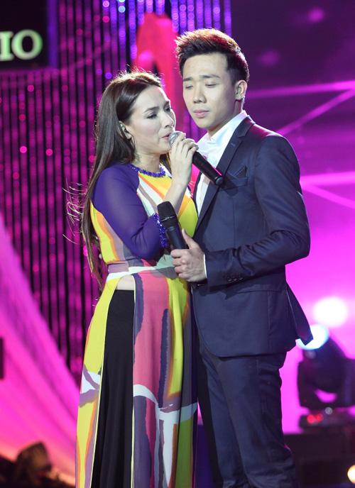 Phi Nhung khóc cạn nước mắt trong liveshow - 10