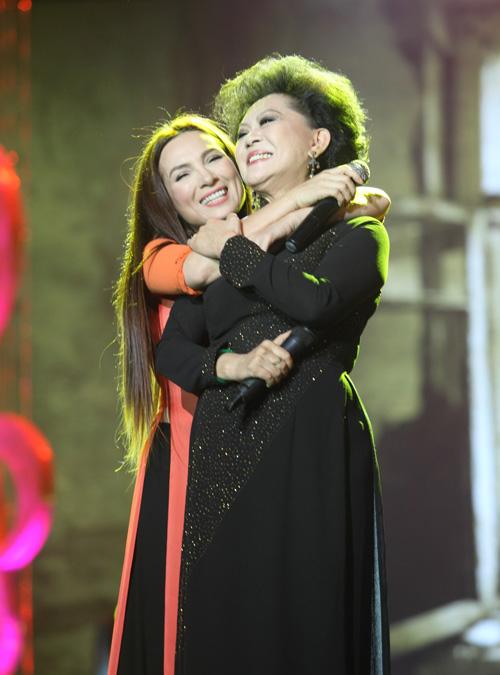 Phi Nhung khóc cạn nước mắt trong liveshow - 11