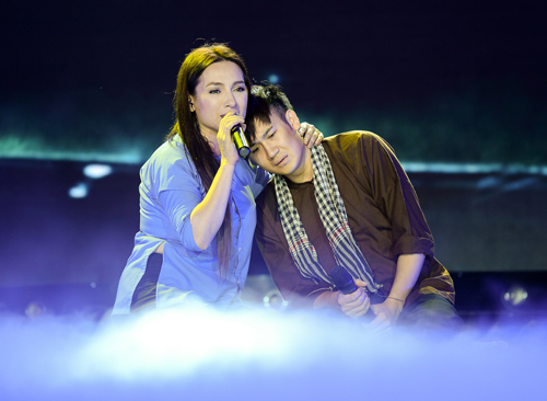 Phi Nhung khóc cạn nước mắt trong liveshow - 2