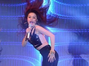 """Hoàng Thùy Linh """"đốt cháy"""" sân khấu Hải Phòng"""