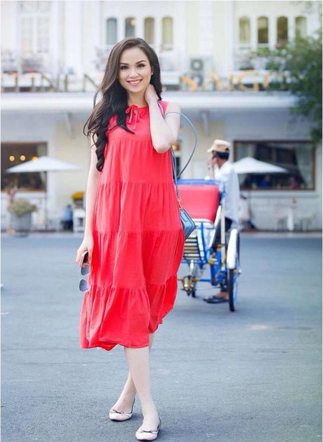 Năm 2014 là một năm đầy sóng gió của Hoa hậu thế giới người Việt 2013 Diễm Hương từ scandal có chồng, ly dị chồng, tố chồng cũ bạo hành, tước vương miện, mâu thuẫn với mẹ đẻ và mới đây nhất là việc cô đã có thai với người chồng mới.