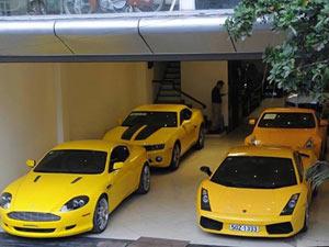 Đại gia Việt với gara siêu xe màu vàng