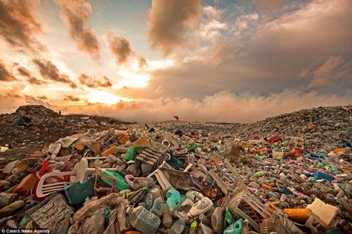 Đảo rác khổng lồ phía sau thiên đường biển Maldives - 3