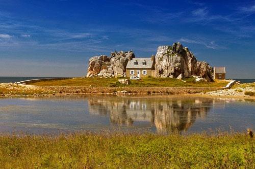 """Đến Pháp xem ngôi nhà """"mắc kẹt"""" giữa hai tảng đá - 3"""