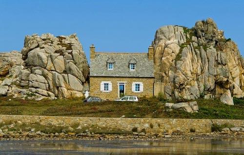 """Đến Pháp xem ngôi nhà """"mắc kẹt"""" giữa hai tảng đá - 4"""
