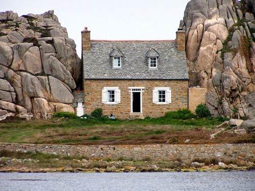 """Đến Pháp xem ngôi nhà """"mắc kẹt"""" giữa hai tảng đá - 5"""