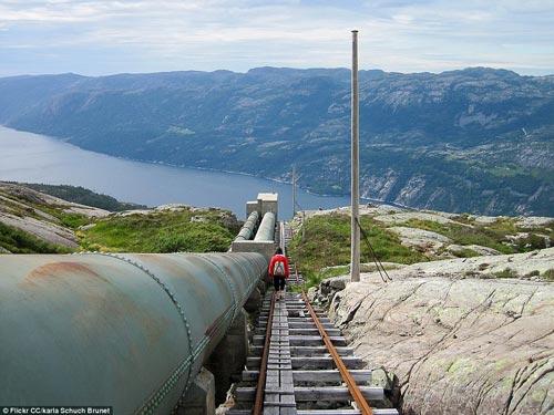 Những bậc thang ghê sợ nhất thế giới - 7