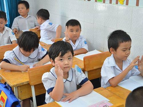 Tréo ngoe học sinh lớp 1 phải giải toán khi chưa biết chữ - 1