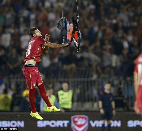 Đánh nhau trối chết ở vòng loại Euro 2016 - 1