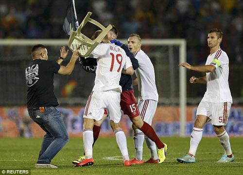 Đánh nhau trối chết ở vòng loại Euro 2016 - 3