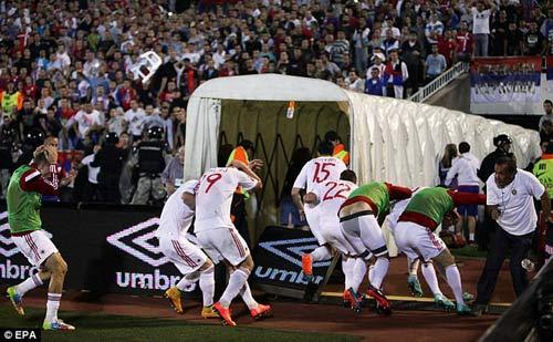 Đánh nhau trối chết ở vòng loại Euro 2016 - 6