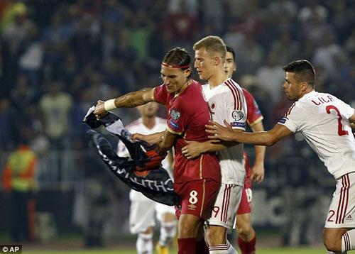 Đánh nhau trối chết ở vòng loại Euro 2016 - 2