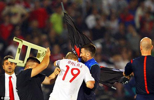 Đánh nhau trối chết ở vòng loại Euro 2016 - 4