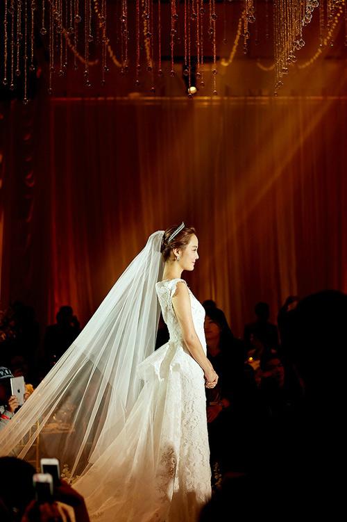 Những khoảnh khắc đẹp trong hôn lễ lần 2 của Chae Rim - 9