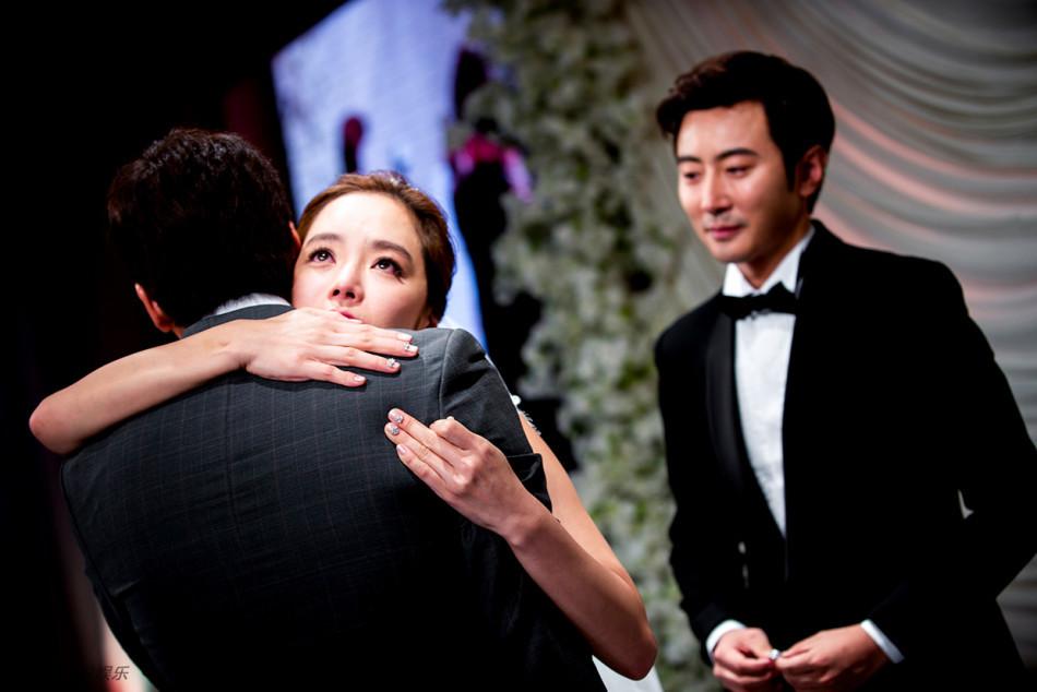 Những khoảnh khắc đẹp trong hôn lễ lần 2 của Chae Rim - 13