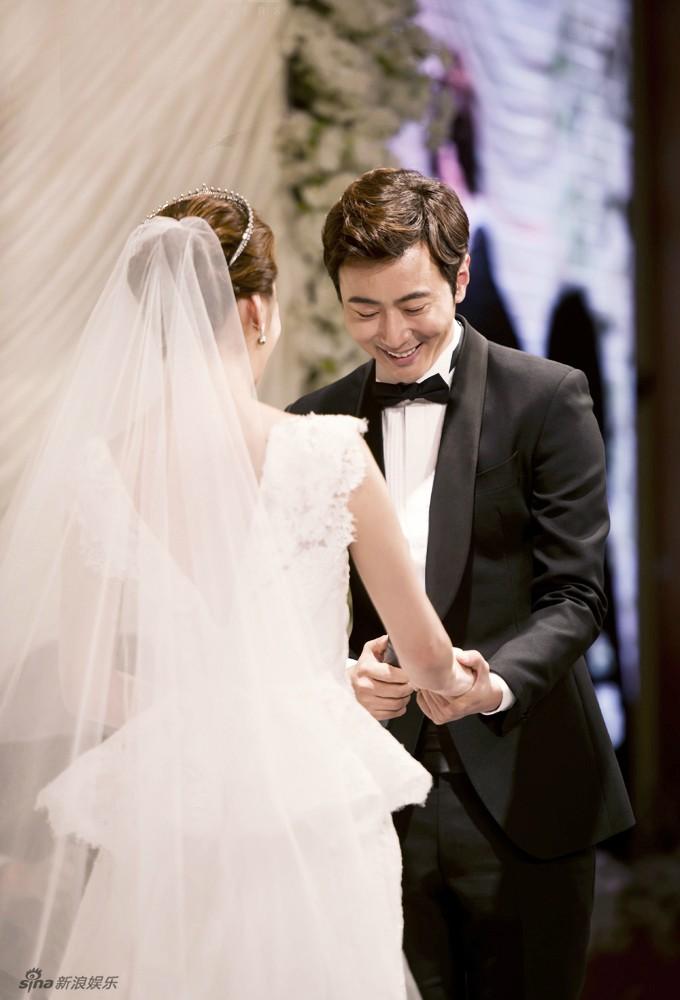 Những khoảnh khắc đẹp trong hôn lễ lần 2 của Chae Rim - 3
