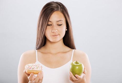 4 sai lầm giảm cân khiến làn da nổi mụn - 1
