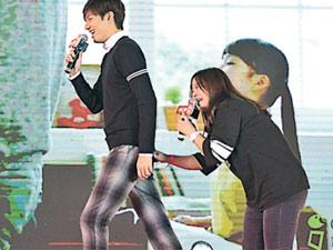 Bị fan sàm sỡ vòng 3, Lee Min Ho vẫn thân thiện