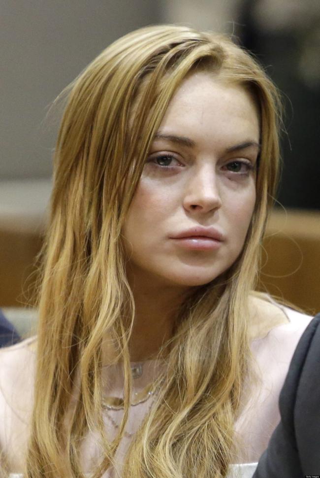 Sự nổi tiếng quá sớm đã khiến Lindsay sa đà vào những cuộc chơi bất tận với hàng loạt scandal nghiện ngập, gây tai nạn, sex, trộm đồ… và một thân hình tiều tụy với đôi mắt  vô hồn .