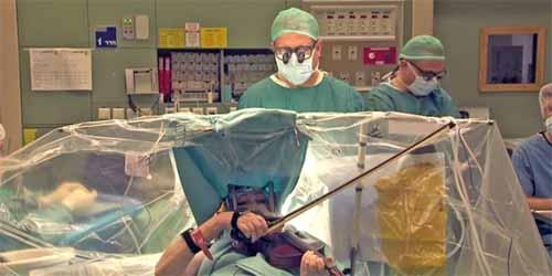 Bác sĩ nhắn tin quấy rối tình dục trong lúc phẫu thuật - 6
