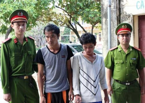 Mới ra tù lại bịt mặt, vác kiếm ra đường chặn xe để cướp - 1