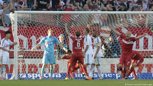 """Bundesliga – vòng 8: Không thiếu """"chuyện lạ"""" - 1"""