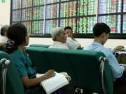 Chứng khoán bừng tỉnh, nhà đầu tư vẫn ém tiền