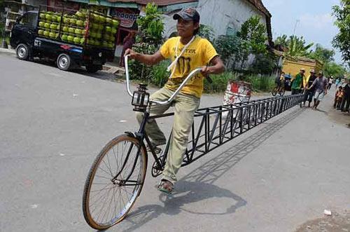 Cười đau bụng với xe đạp dài ngoằng kì dị - 1