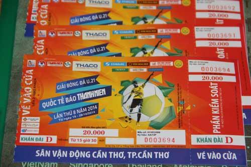 """""""Cháy vé"""" trận U19 đá ở Cần Thơ, BTC tất bật in thêm - 1"""