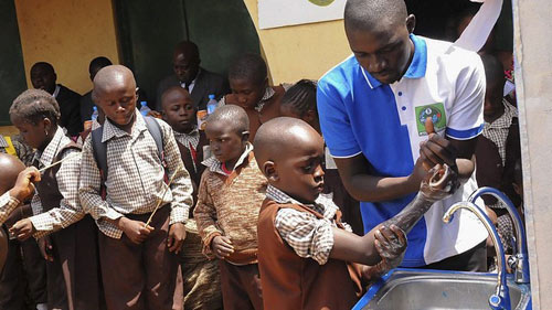 Nigeria tuyên bố thoát khỏi đại dịch Ebola - 2