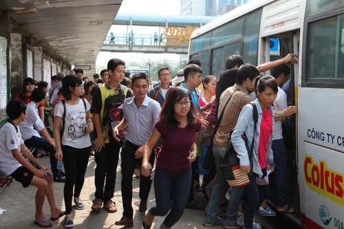 Ảnh: Trạm xe buýt lớn nhất Thủ đô trước ngày bị dỡ bỏ - 4